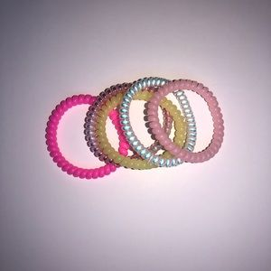 Set of 5 bracelets/hair ties
